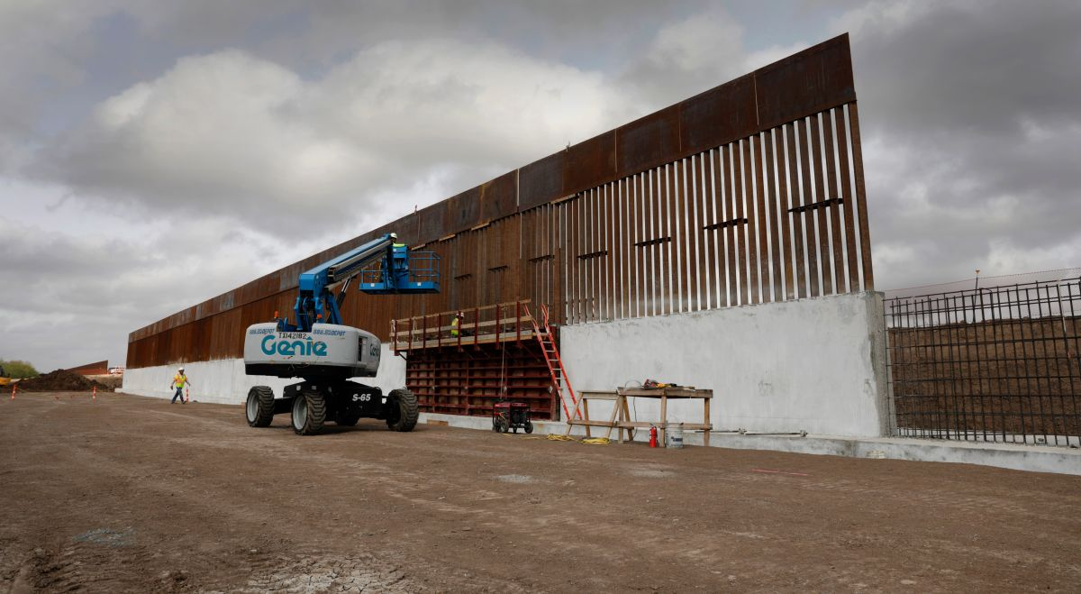 Biden cancela proyectos del muro fronterizo que Trump pagó con fondos militares desviados