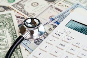 Con todo y seguro médico, hospitalización de tres horas le genera un cobro de $11,000