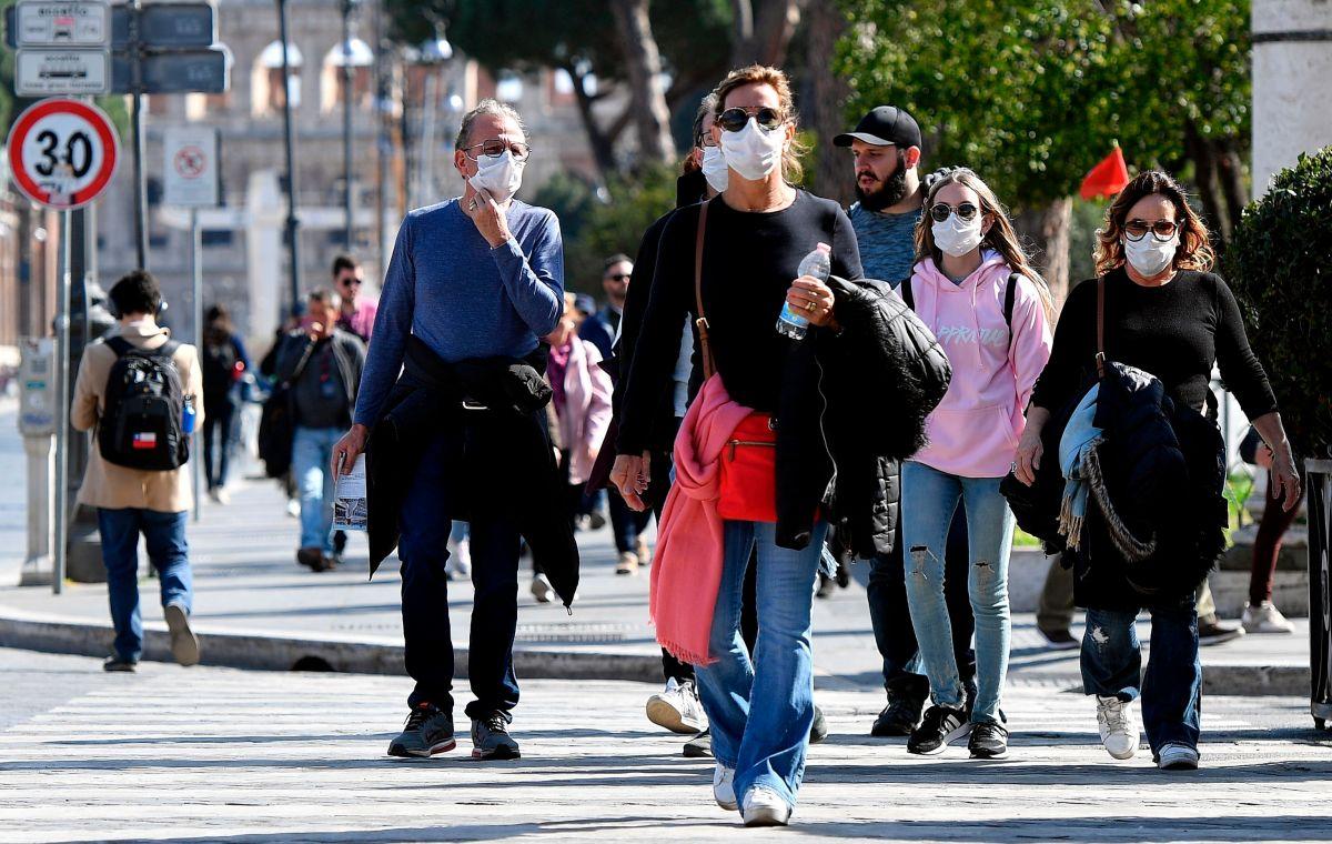 CDC oficialmente recomienda que todo el mundo use máscaras de tela en EEUU