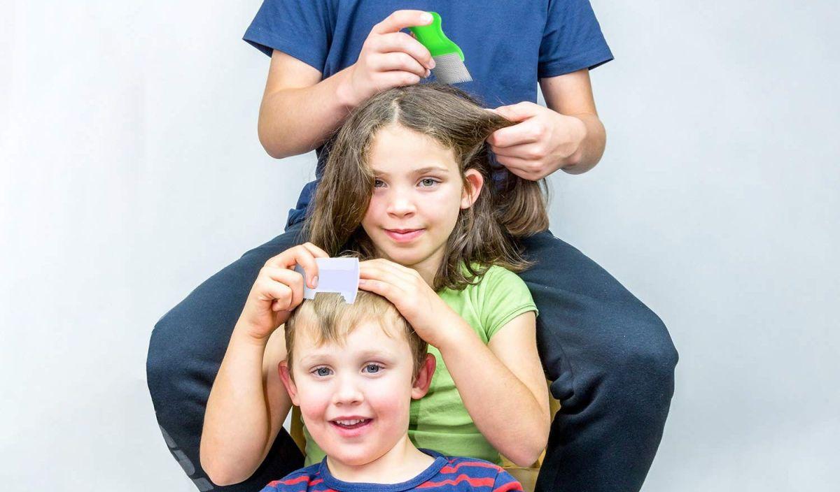 Los 4 mejores peines para sacar los piojos del cabello de tus hijos sin lastimarlos