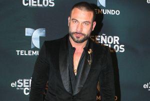 Rafael Amaya reaparece muy feliz y de buenas en evento masivo: 'Malditas drogas'