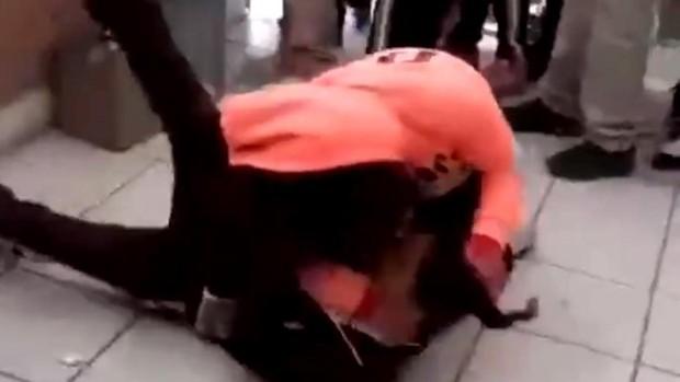 Ataque a una estudiante en una escuela en México. Captura de pantalla.