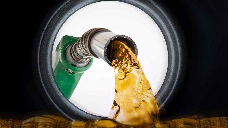 Llenas en exceso el tanque de gasolina podría representar una pérdida para tu economía