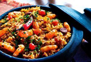Los inigualables beneficios de comer arroz: dos recetas de verano muy saludables para disfrutarlo