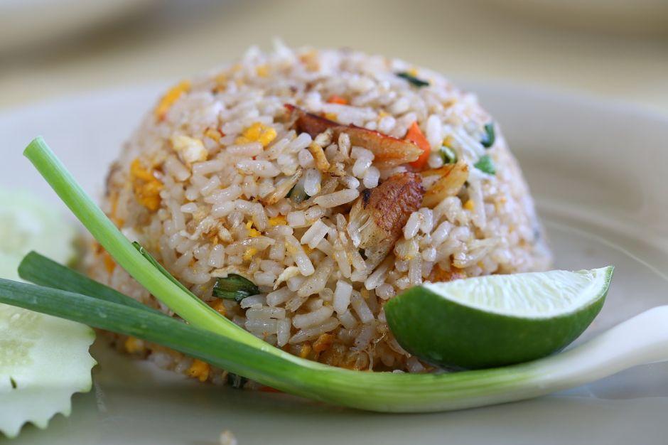 Cómo cocinar el arroz para reducir sus calorías a la mitad