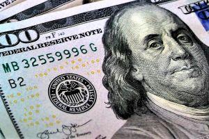 Por qué siempre debes llevar billetes de $100 en tu cartera