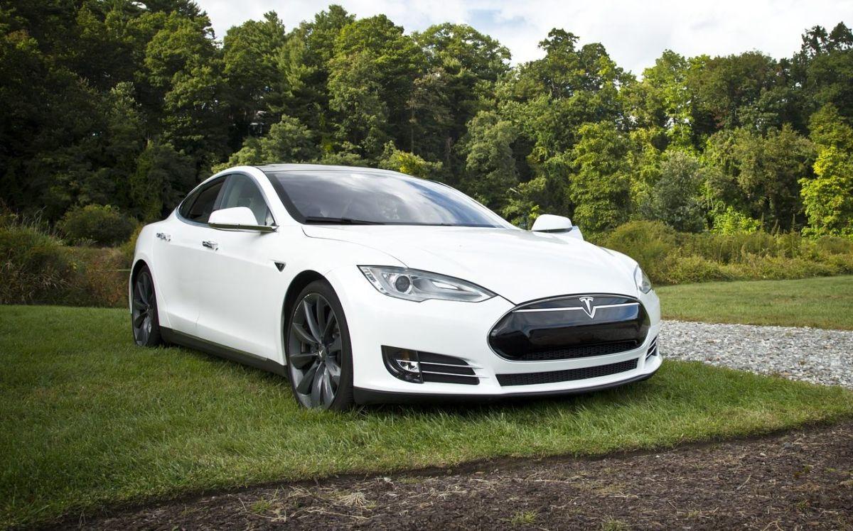 Tesla busca que los usuarios de su marca cuenten con la mejor red de puntos de carga rápida