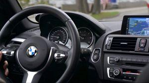 Empresa de renta de autos homenajea a Kobe Bryant con este BMW