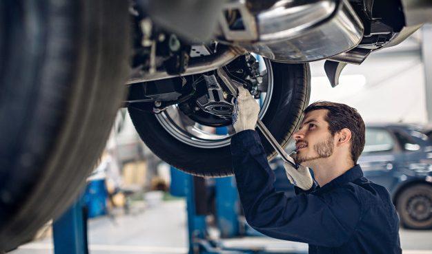 Con estos tips puedes evitar que un taller mecánico te estafe