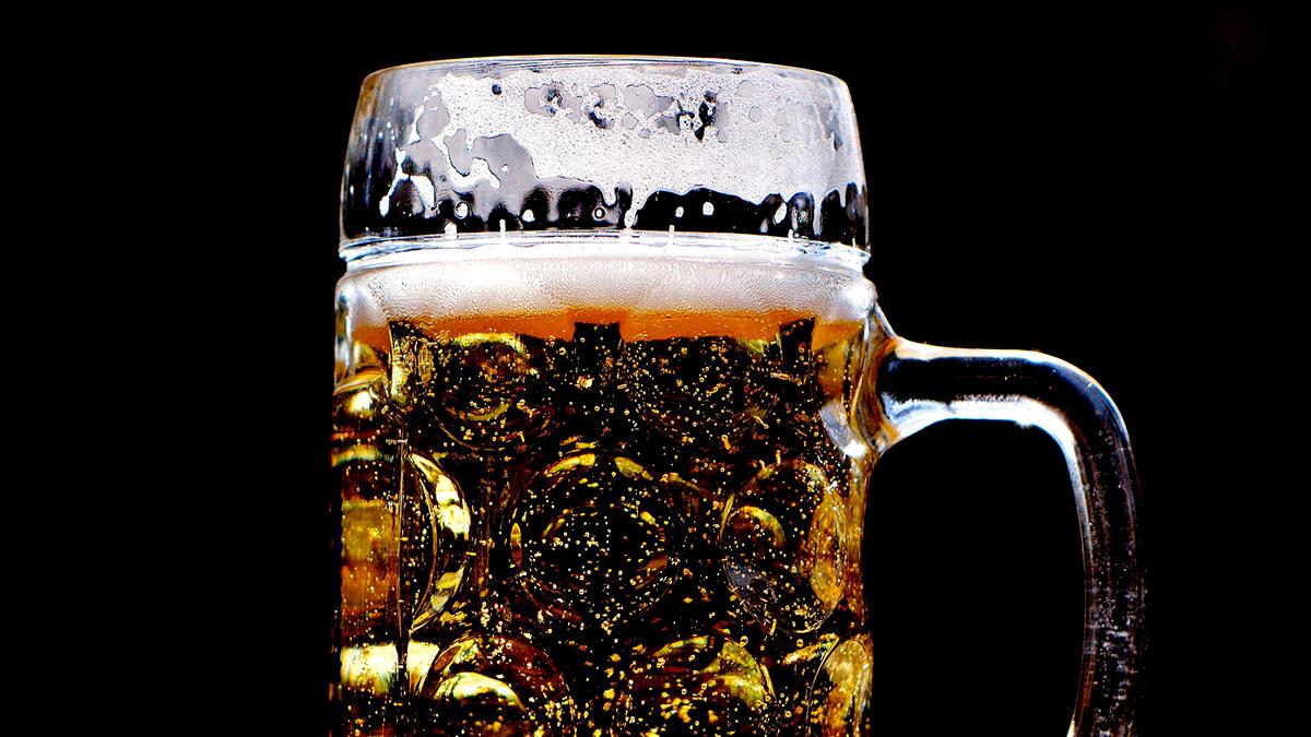Cerveza Natty Light dará $1 millón a graduados para pagar sus préstamos estudiantiles
