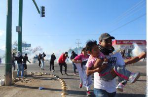 Guardia Nacional justifica desalojo de padres de los 43 de Ayotzinapa, por agresión