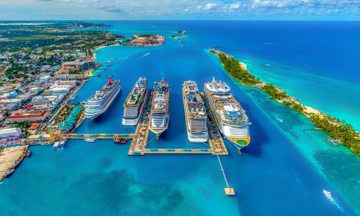 Bahamas cierra sus fronteras a los visitantes estadounidenses