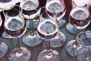 Trucos para limpiar tus copas y vasos de cristal ¡recuperarán su brillo!