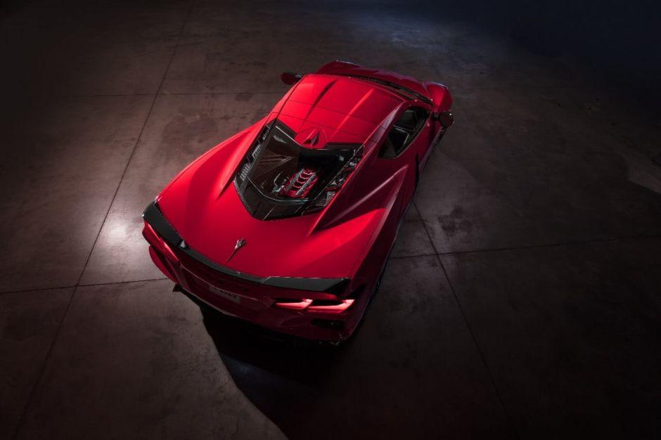 Mira la carrera entre un Chevrolet Corvette C8 y un C7