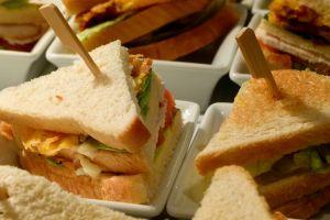 Citigroup suspende a banquero con sueldo de más de $1 millón por robarse unos sándwiches