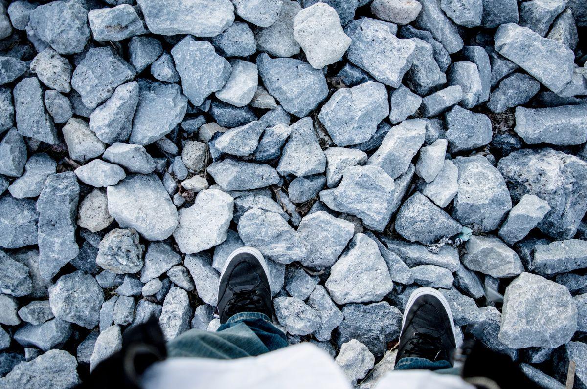 8 estilos de zapatos Levis para hombre por menos de $50 que puedes conseguir en Amazon