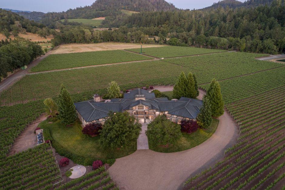 Así es la mansión y el viñedo de $15 millones del fallecido dueño de los Kansas City Chiefs