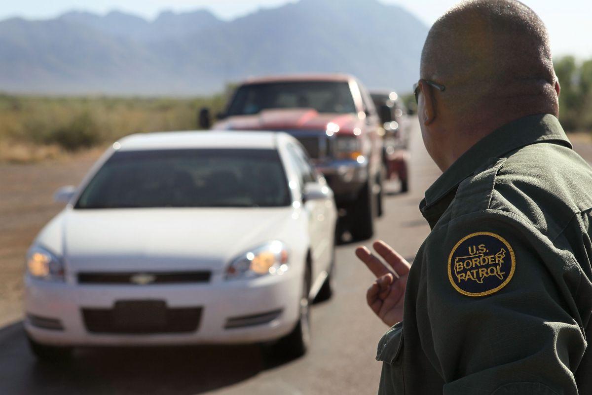 Protagoniza persecución con inmigrantes a bordo, llantas ponchadas y una jeringa de heroína en el brazo
