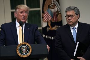 Ordenan dar a conocer un memo secreto de William Barr para que no inculparan a Donald Trump
