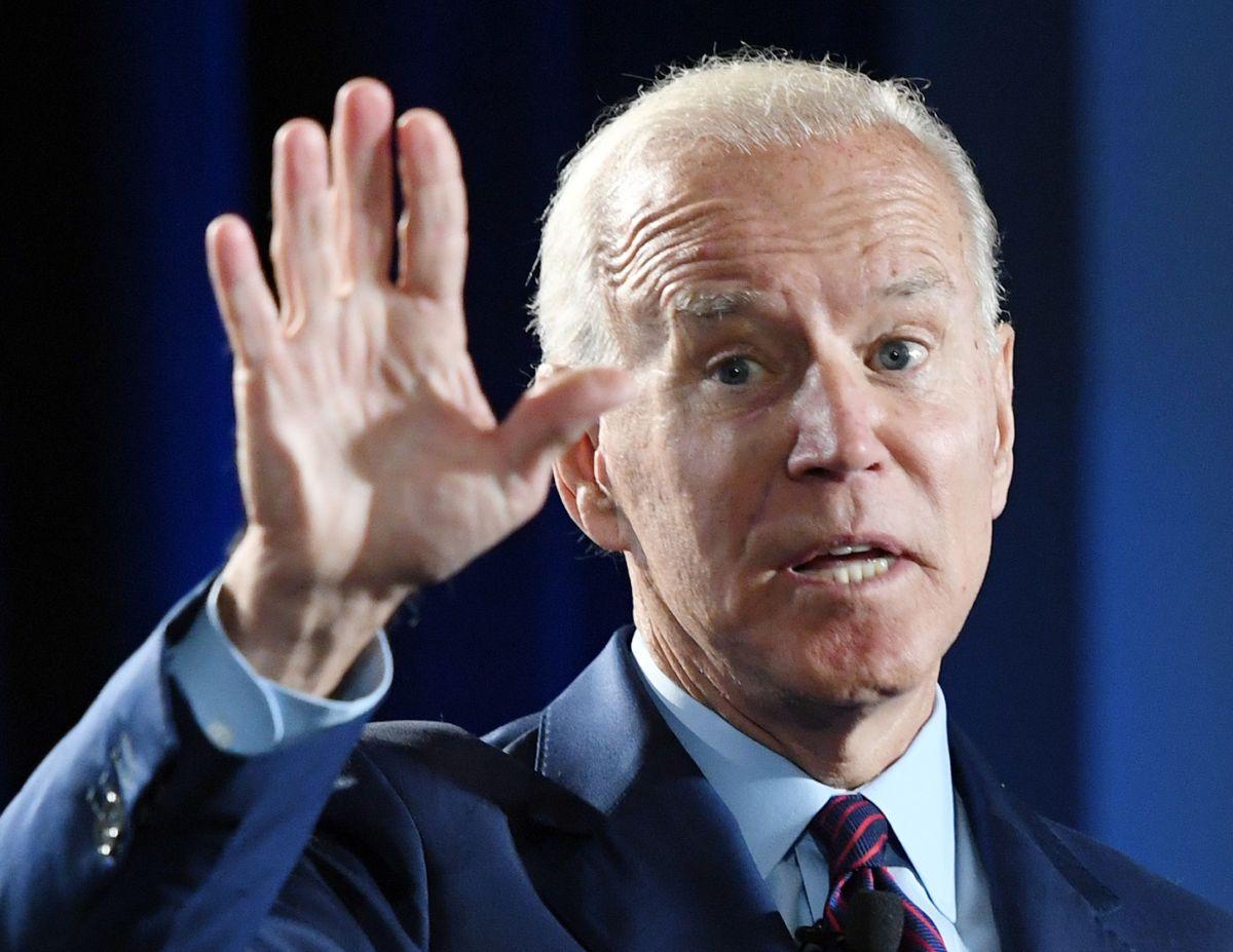 Joe Biden besó a su nieta en la boca.