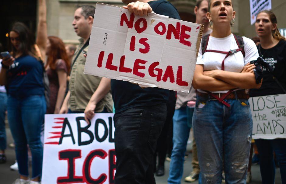 """Proponen eliminar el término """"illegal alien"""" porque deshumaniza al inmigrante"""