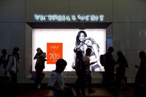 Más de 100 modelos protestan por los abusos de Victoria's Secret