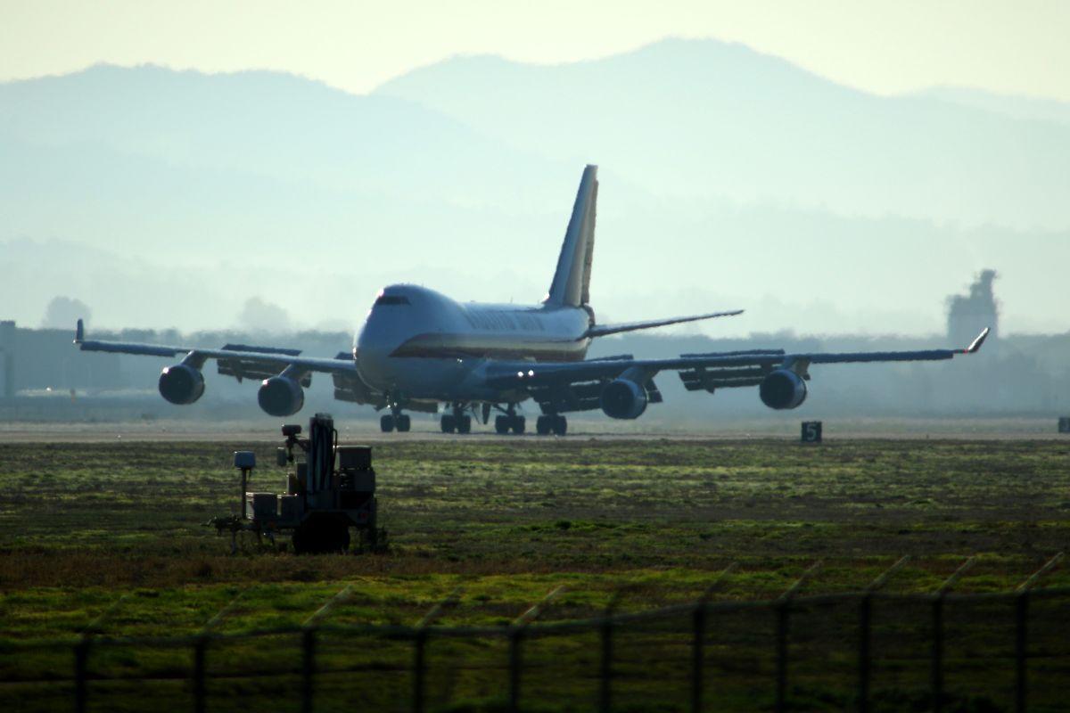Dos aviones más con evacuados de China llegaron a California.