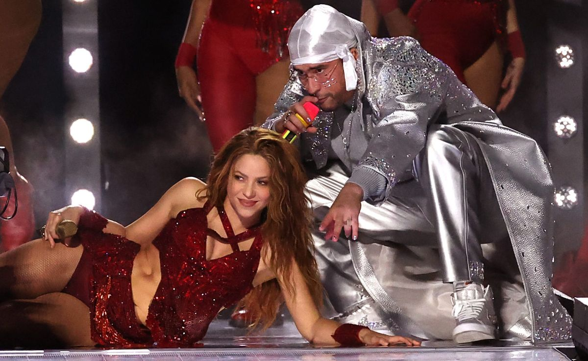 Shakira en leggings y a jugar en patineta