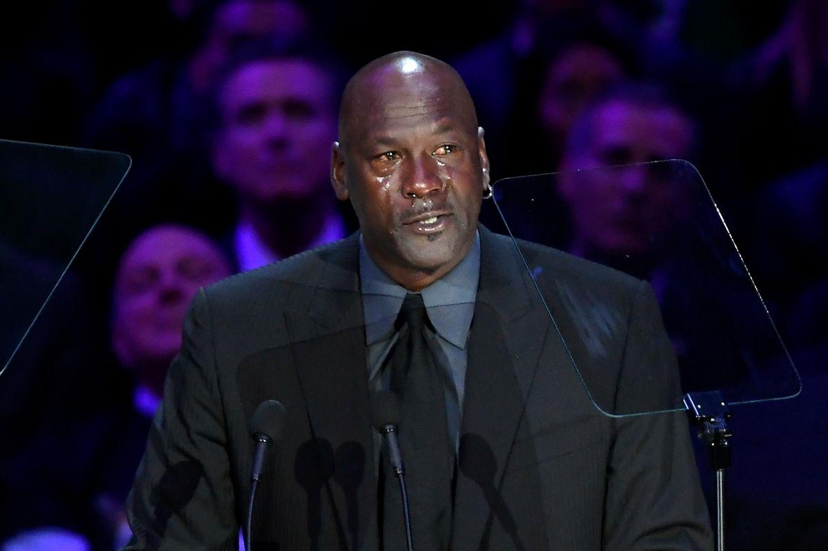 Michael Jordan dedicando unas palabras a Kobe Bryant.
