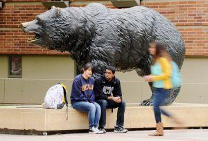 Universidad de California crea un centro para la defensa de los inmigrantes