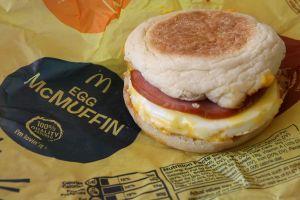 McDonald's organiza un nuevo festejo y lo celebra con sándwiches gratis