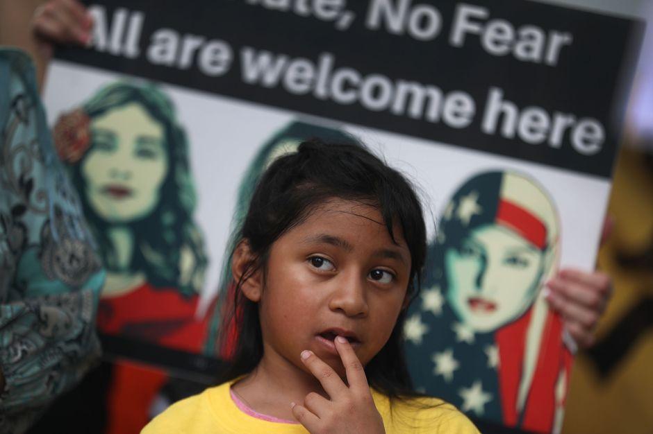 Jueza ordena a la Administración Trump que deje de detener a niños migrantes en hoteles antes de deportarlos