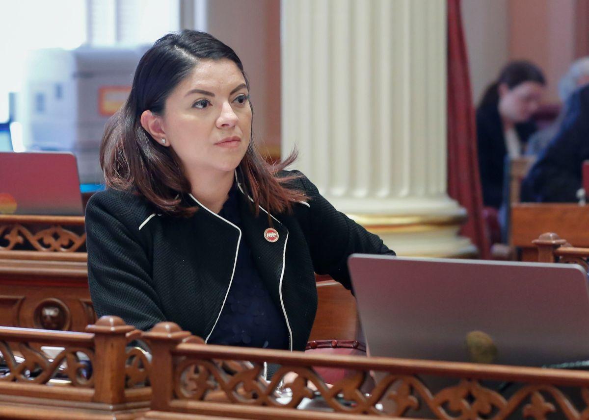 Senadora latina quiere acabar con discriminación de latinos en solicitudes de empleo