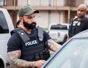 """DHS defiende envío de agentes especiales para ayudar a ICE: """"Necesitamos ir con muchos, muchos oficiales"""""""