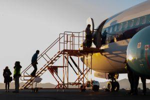 """Más de 900 mexicanos han abordado """"el avión de la deportación"""" de Tucson a Guadalajara"""