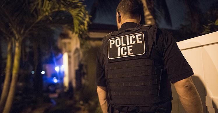 Prohíben a ICE solicitar la retención de inmigrantes
