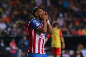 """Miguel Ponce fue """"humillado"""" por jugadora de Chivas Femenil"""