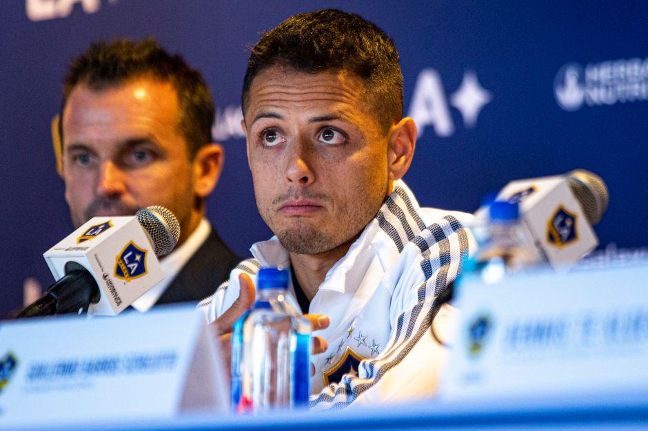 """Gerente general de LA Galaxy manda mensaje de apoyo a """"Chicharito"""" Hernández pese a escándalos extra cancha"""