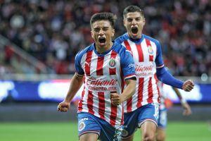 El 'Nene' Beltrán anda imparable: Chivas golea al Necaxa y se mete de lleno en la pelea de la eLiga MX