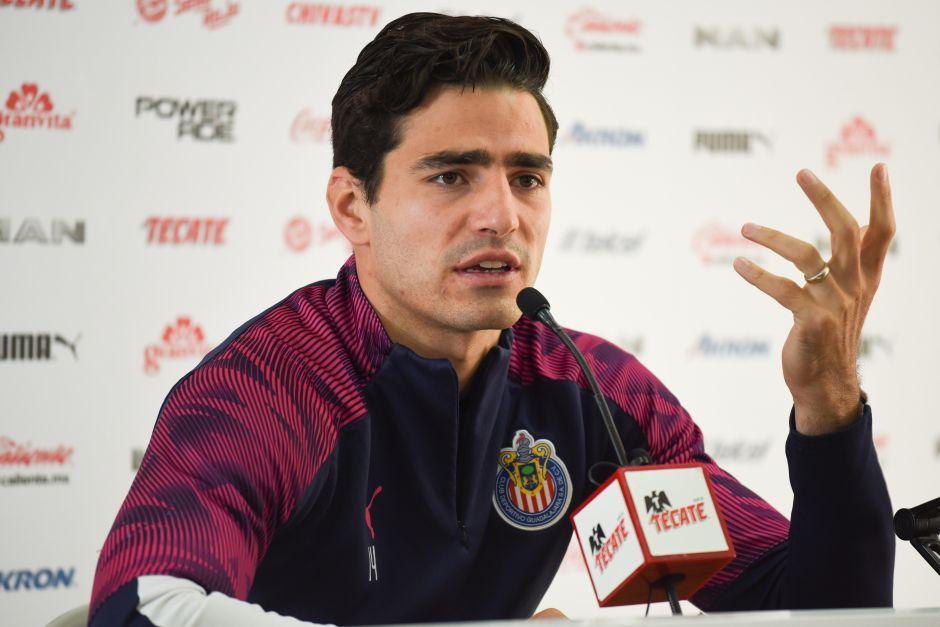 'Pollo' Briseño responde a las críticas por no querer sacrificar su sueldo