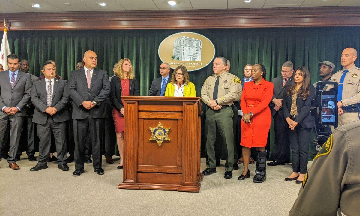 Representantes de diferentes agencias del estado de California se reunieron para mostrar los resultados de la operación Reclaim and Rebuild 2020. (Jacqueline García)