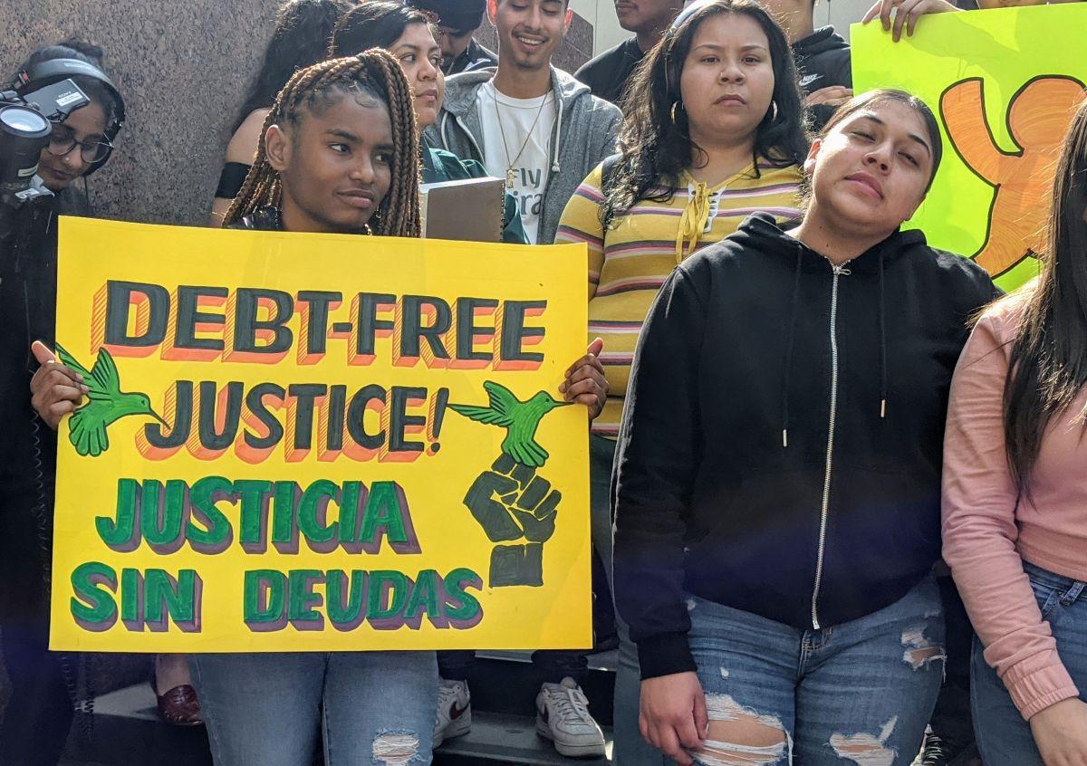 Jóvenes afectados por la deuda carcelaria piden que se remuevan los altos cobros tras ser liberados o quienes están en libertad condicional. (Jacqueline García)