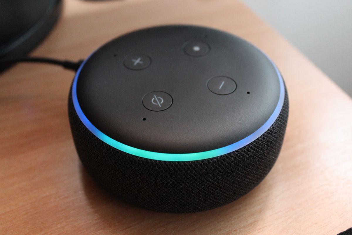 ¿Ya tienes un Echo Dot?: El parlante con Alexa que tiene más de 300,000 reviews en Amazon