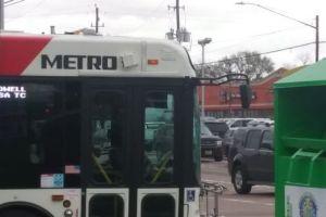Golpean a batazos a conductor de autobuses de San Francisco por exigir el tapabocas