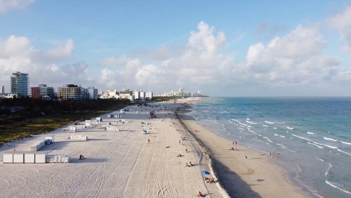 El agua de las playas de Miami está llena de excrementos, según varios análisis