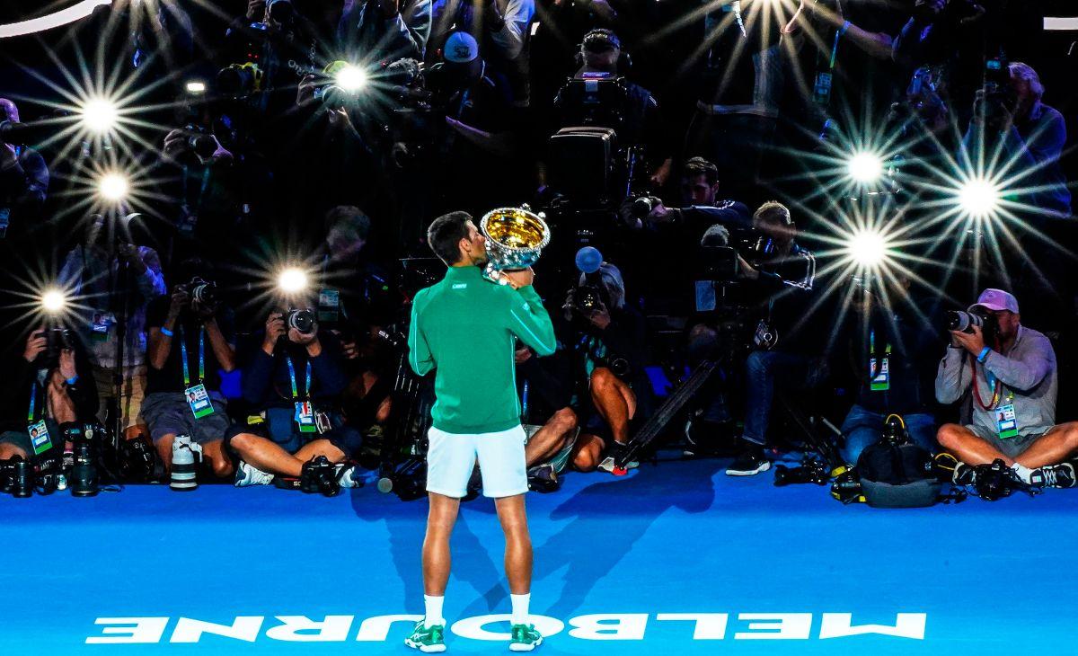 Novak Djokovic se coronó por octava ocasión en la cancha de Melbourne.