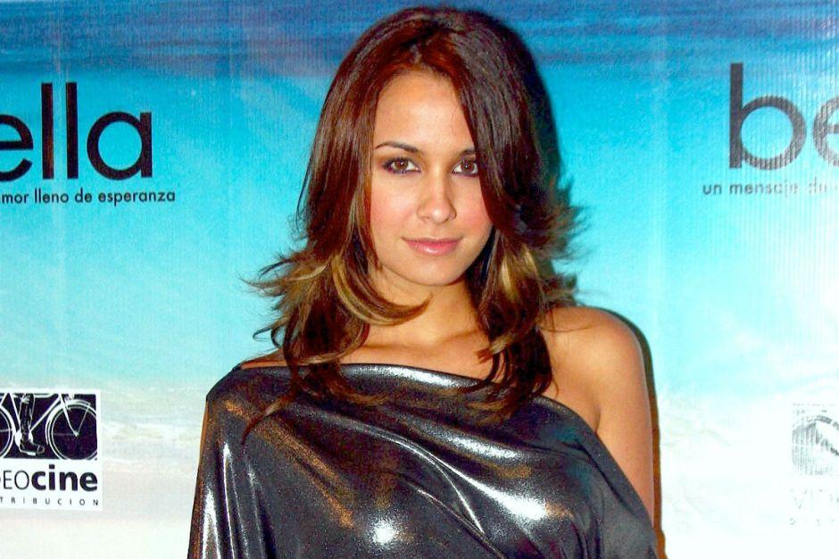 Odalys Ramírez muestra su bronceado cuerpo usando un bikini amarillo