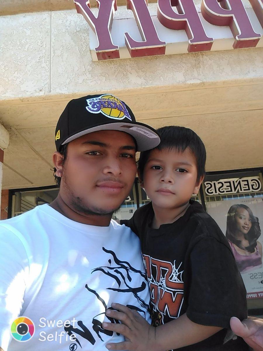 Juan Manolo, un inmigrante de Guatemala, no sabe nada de su hijo Tyler de 4 años. (Foto suministrada)