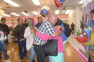 Padres oaxaqueños se reencuentran con sus hijos en Guelaguetza Familiar