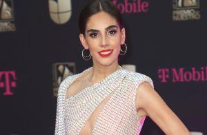 La ropa interior nude de Sandra Echverría queda expuesta en Premio Lo Nuestro 2020